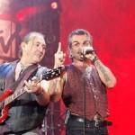 Piero Pelu' dal palco Mtv days: essere rock è come quella bandiera li'…NOTAV