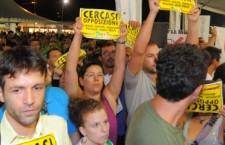 Bersani contestato da 5 Stelle e No Tav a Bologna