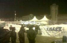 Arriva Bersani a Livorno: proteste, cariche e feriti. Le foto e i video
