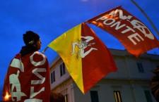 16 marzo – La manifestazione No ponte inizia il mese contro le grandi opere