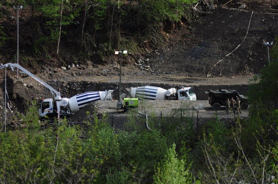 Succede in Val Clarea: lavarsi la bettoniera nel fiume