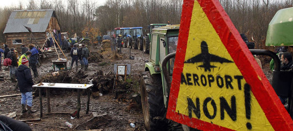 1182535_tractors-are-chained-together-outside-the-make-shift-camp-where-demonstrators-gather-as-evacuation-operations-continue-on-land-that-will-become-the-new-airport-in-notre-dame-des-landes
