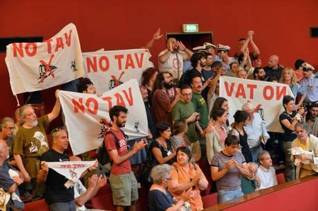 La protesta arriva in Consiglio Comunale a Genova