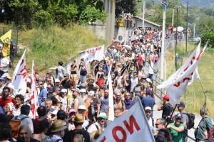 Oltre 3mila i notav oggi in marcia lungo i sentieri della Val Susa (VIDEO)