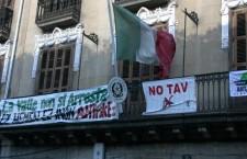 Pamplona (Iruñea): la bandiera notav sventola sul consolato italiano