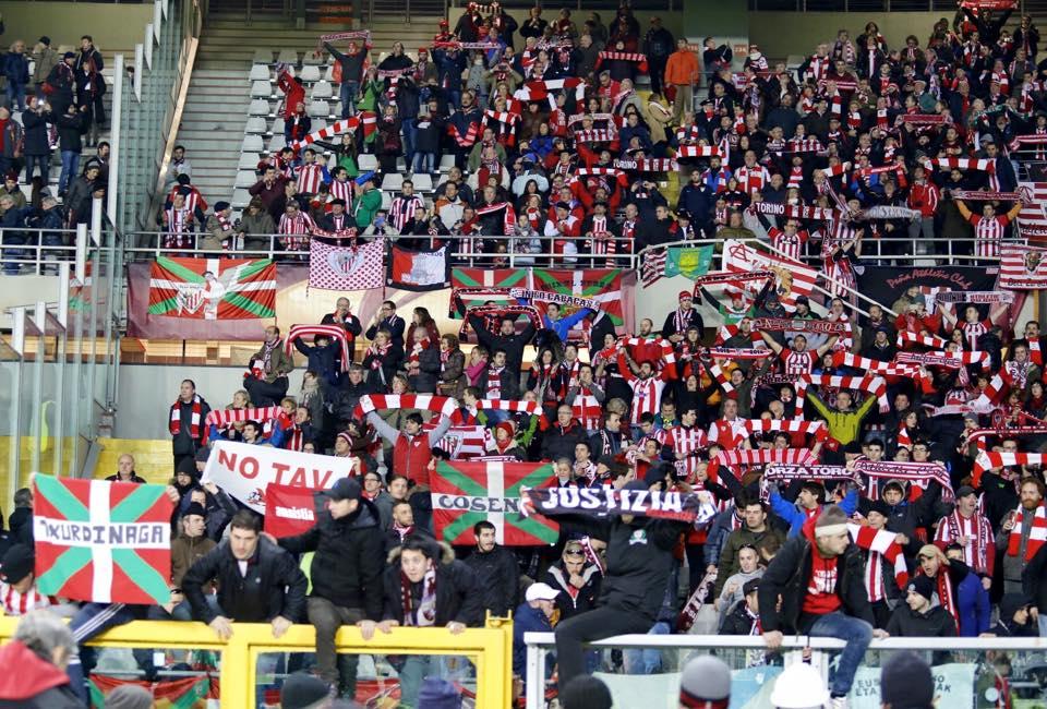 Toro-Athletic Bilbao: una bandiera No Tav scatena il panico