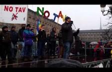 """Dal palco della manifestazione notav: """"Fermarci è impossibile!"""""""