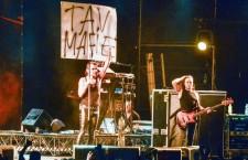 """Piero Pelu' notav: cartello """"tav mafie"""" al concerto dei Litfiba"""