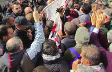 Botte e spintoni agli europarlamentari in visita al cantiere tav di Chiomonte