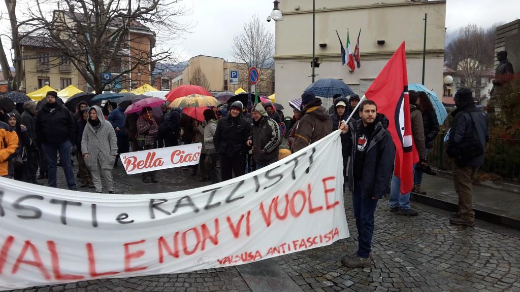 Almese: E' sempre chiaro, la Valsusa è antifascista!
