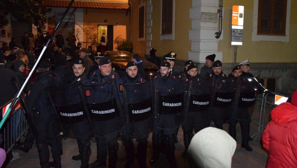 Contestato Fassino a Sant'Ambrogio (FOTO)
