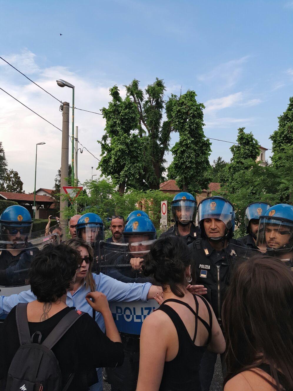 Proteste a Rivalta contro le trivelle, tensione con la polizia (VIDEO)
