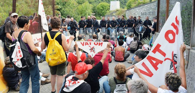 Tav: marcia popolare, manifestanti raggiungono recinzioni