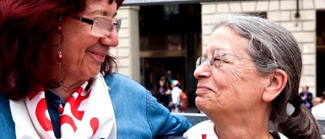 Anonymous con Nicoletta: tango down per il sito del tribunale di Torino
