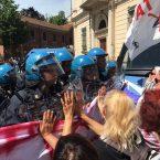 (Video) NoTav, scontri con la polizia durante la presentazione della linea Torino-Lione