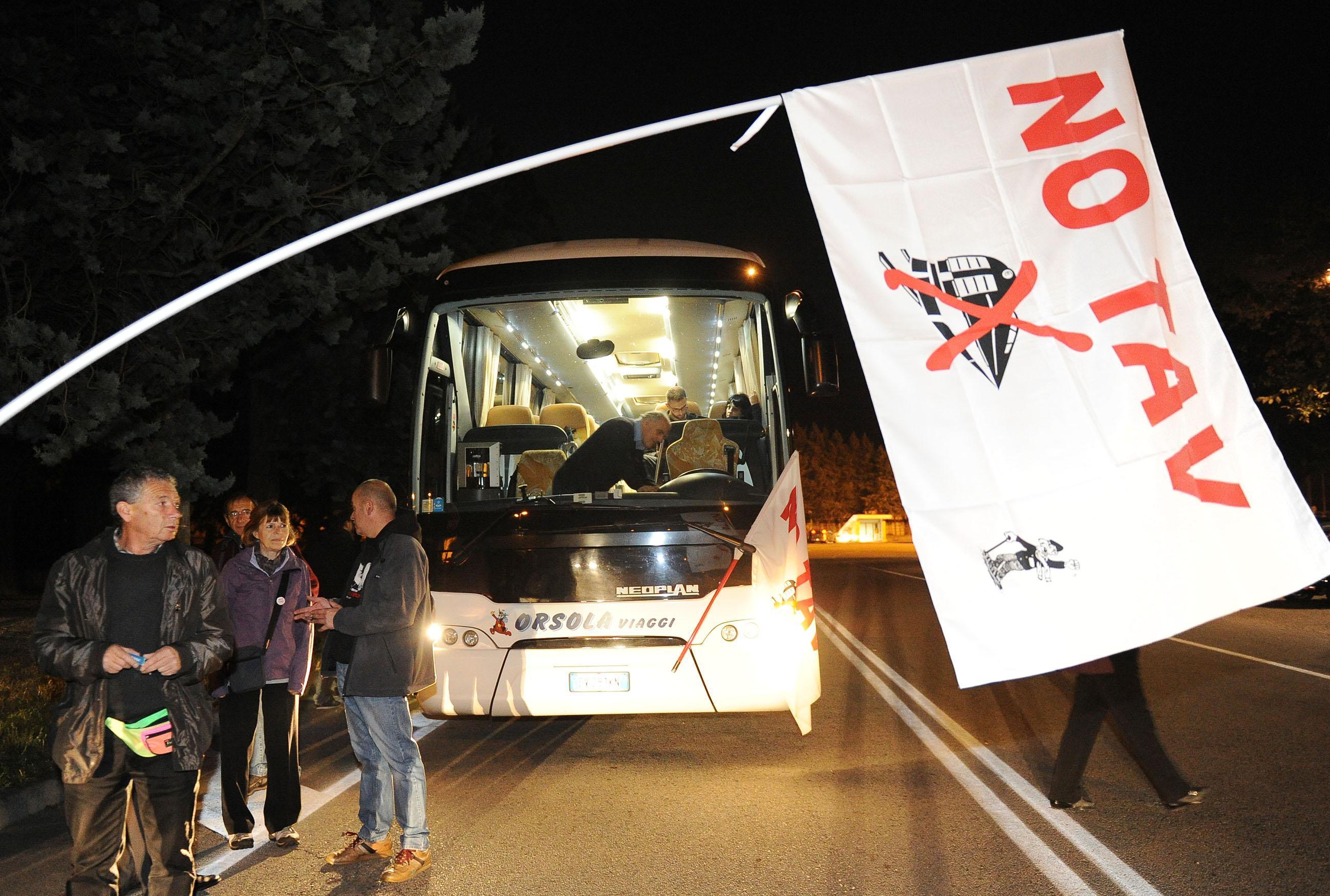 Autobus da tutta Italia per la manifestazione No Tav del 6/05!