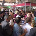 Scontri alla stazione centrale di Napoli per difendere la Kermesse della vergogna (VIDEO)