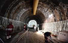 Foto Marco Alpozzi - LaPresse 04 04 2013 Torino Cronaca I sindaci della Val Susa visitano il cantiere Tav di Chiomonte Nella foto: Operai al lavoro nel cantiere  Foto Marco Alpozzi - LaPresse 03 04 2013 Turin News Val Susa mayors visit a TAV construction site in Chiomonte In the picture: an at work in construction site