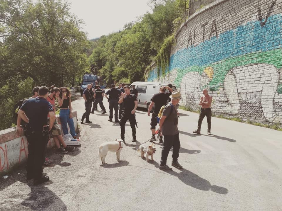 Pranzo alla Colombera, i No Tav aggirano la polizia e banchettano al cantiere