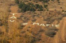 """La giovanile della 'ndrangheTAV prova a cancellare la scritta """"TAV = mafie"""" sul monte musiné"""