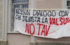 """Iniziativa davanti alla sede di Telt: nessun """"dialogo"""" con chi sta distruggendo la nostra valle"""