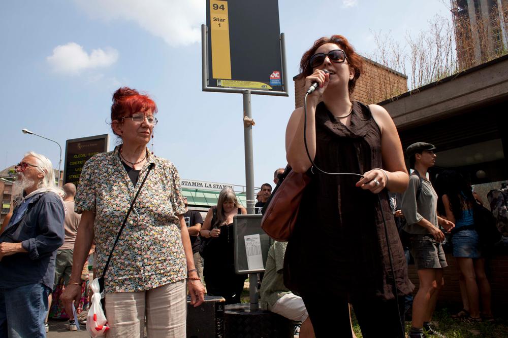 Ennesima ingiustizia nei confronti di Dana: condannata perchè parlava ad un microfono