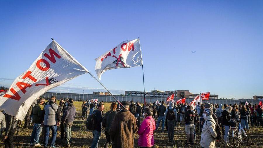 """""""Presidio di solidarietà allə carceratə"""". Da tutta Italia iniziative di sostegno alle/i detenute/i (in aggiornamento)"""