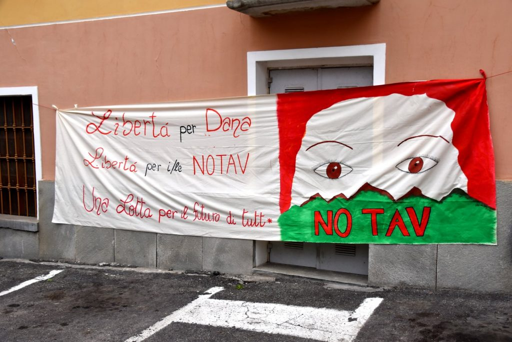 10/04 Presidio a Bussoleno: Dana libera! La Valle ti aspetta!