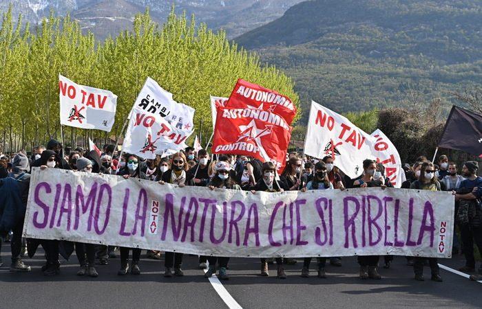 Manifestazione no tav contro  nuovo autoporto San Didero, 17 aprile 2021 ANSA/ALESSANDRO DI MARCO