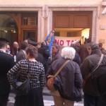 Occupata la sede del PD a Roma. DAJE NOTAV!
