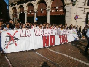 RECLAIM YOUR FUTURE! Studenti medi valsusisni fanno sentire la propria voce per le strade di Torino (GUARDA VIDEO)