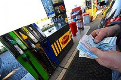 Soldi per opere inutili ma si tassano i carburanti