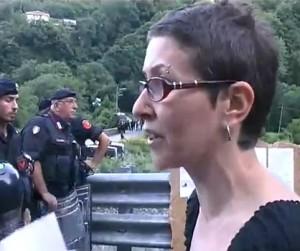 VIDEO MESSAGGIO DI UNA DONNA NO TAV ALLE FORZE DELL'ORDINE
