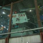 Bandiere NO TAV fra i tifosi del Marsiglia!