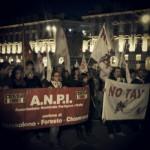 Torino: contestata la casta alla fiaccolata per il 25