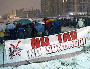 No Tav: nuovo presidio a Venaria, bloccato mezzo di supporto a trivella