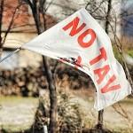 Succede a Torino: sei notav e ti chiedono di togliere la bandiera dal balcone