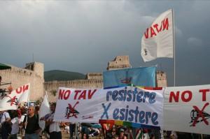 Il movimento NO TAV alla marcia per la Pace Perugia – Assisi 25 settembre 2011