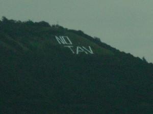 Adro: sul Monte Alto compare un enorme scritta NO TAV