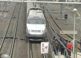 ANCORA NO TAV DOMENICA 11 DICEMBRE BLOCCO FERROVIARIO A BUSSOLENO BLOCCATO IL TGV TORINO-LIONE
